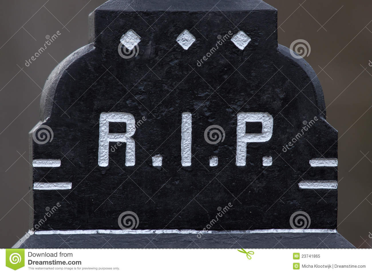 The letter RIP on a grave