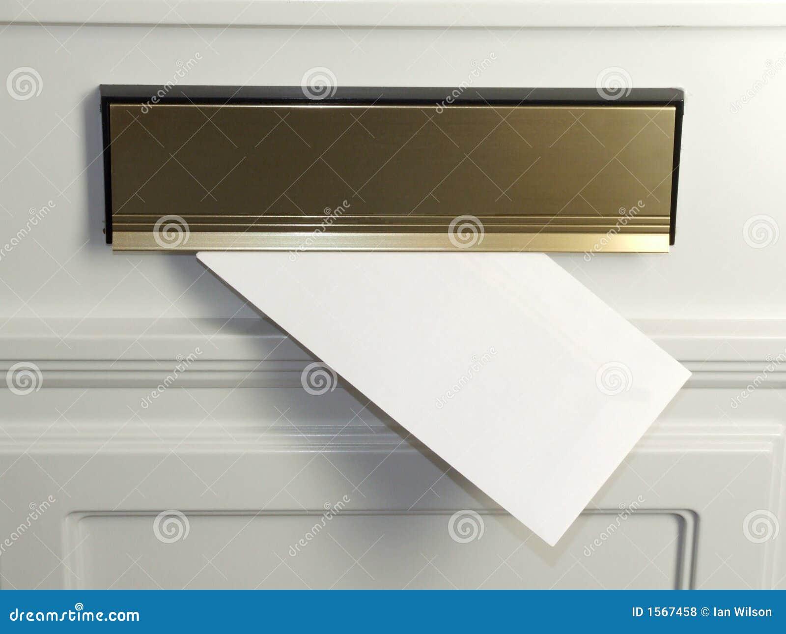 Lettera nella cassetta postale