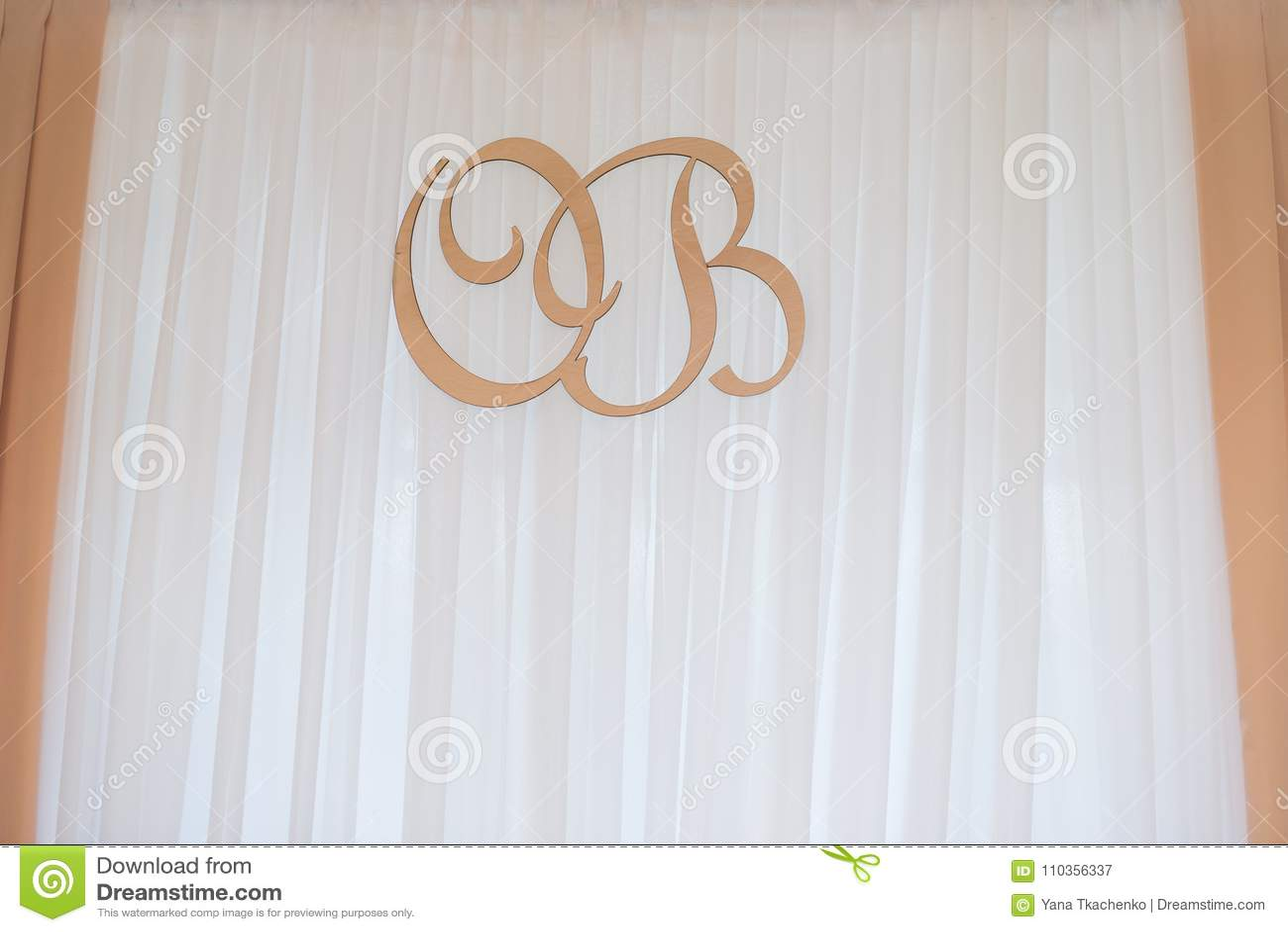Lettere Di Legno Da Appendere : Lettera o & b della decorazione di nozze le iniziali di legno delle