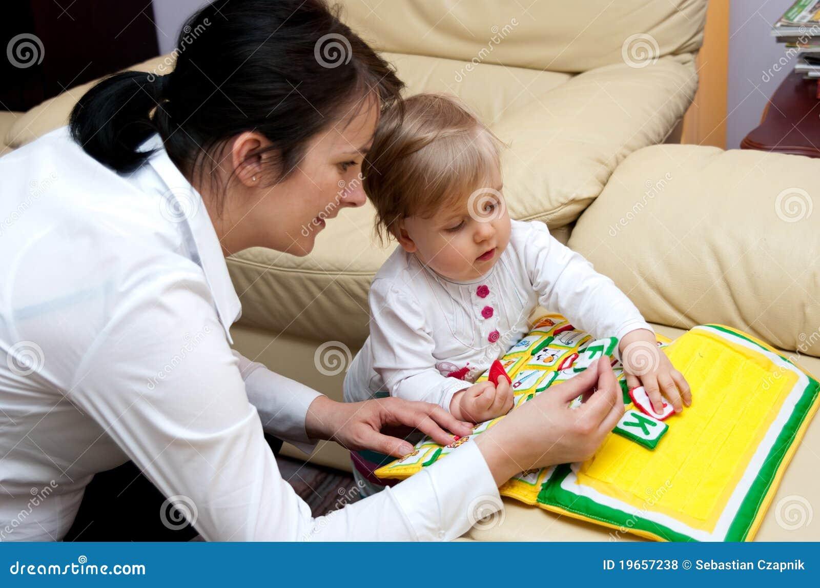 Lettere d istruzione del bambino della madre