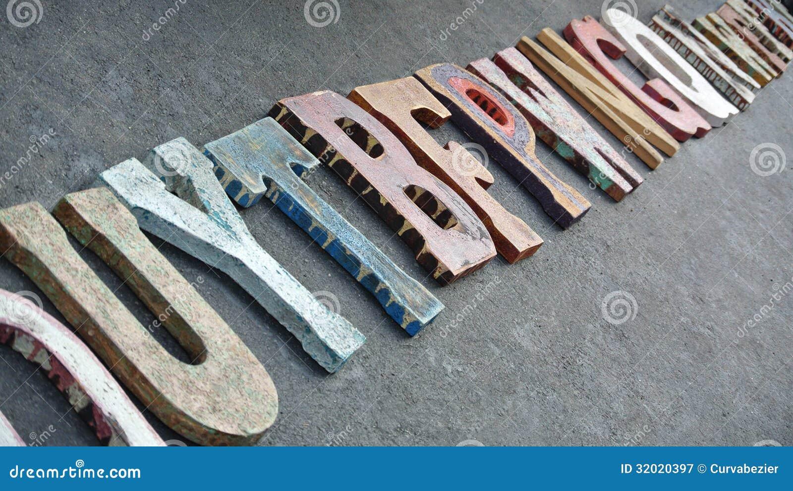 Lettere Di Legno Colorate : Lettere di legno di tipografia visualizzate nella linea immagine