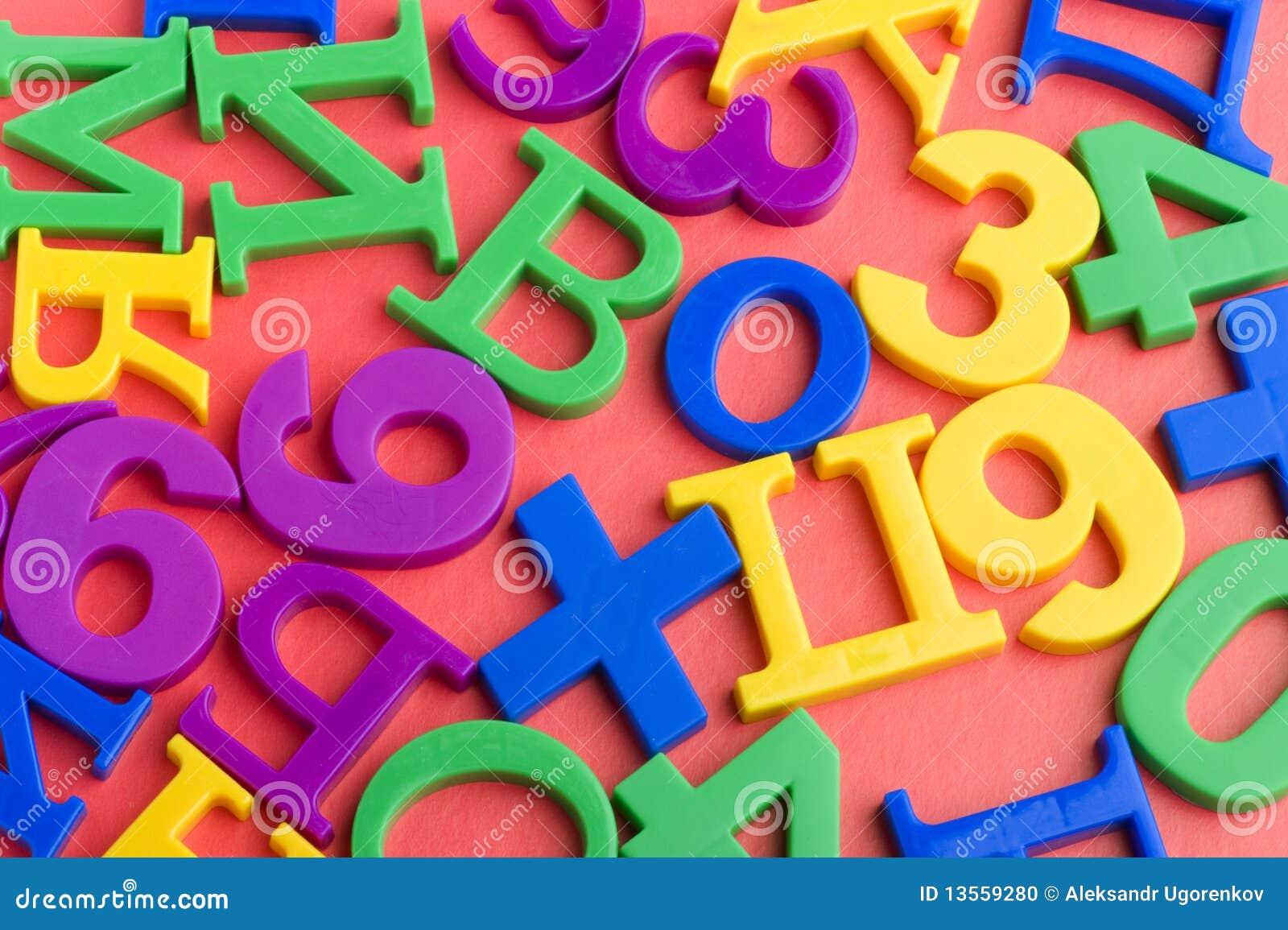 Lettere e numeri su colore rosso fotografia stock - Colore per numero stampabili ...