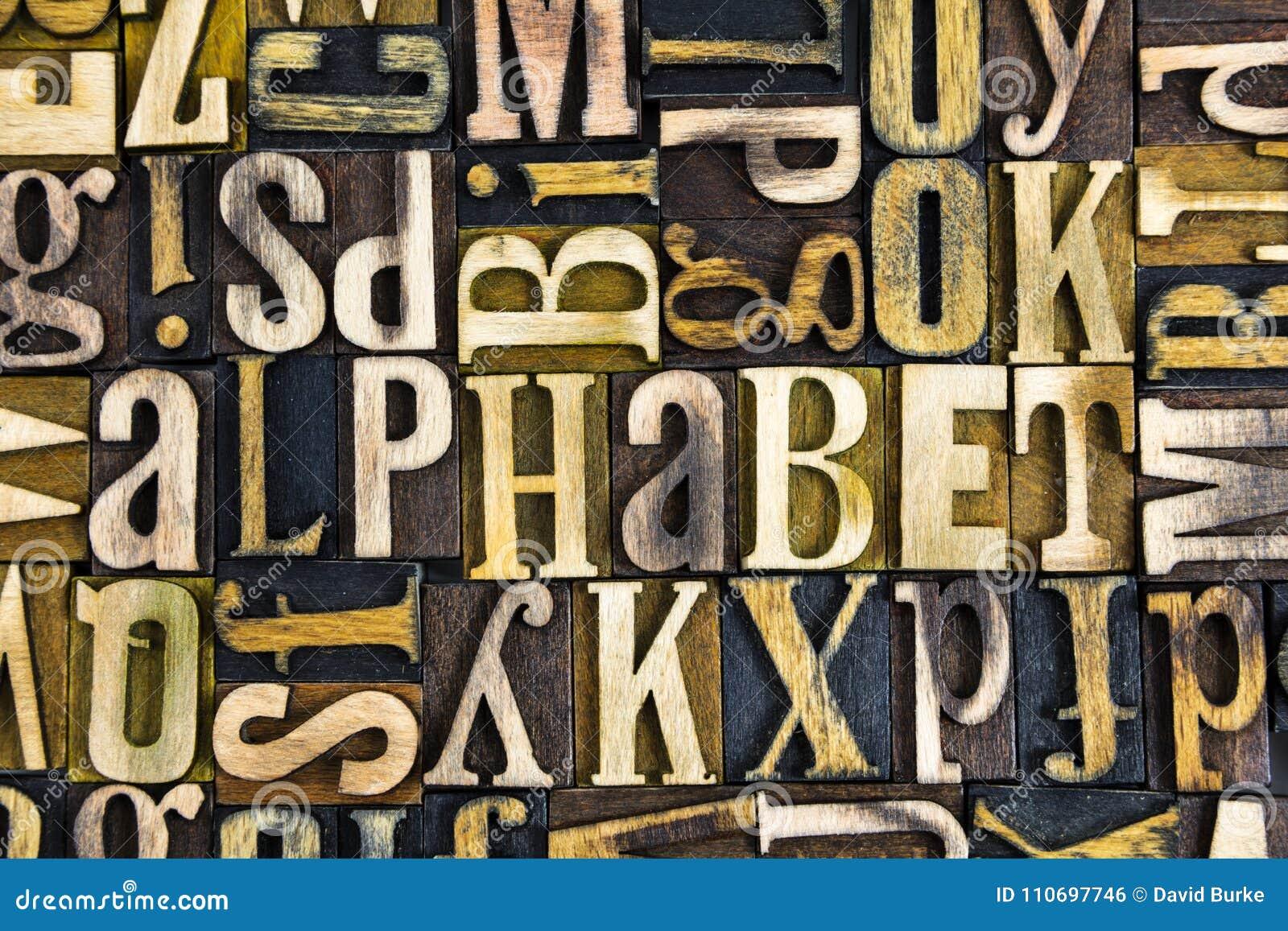 Letterpress алфавита преграждает древесину