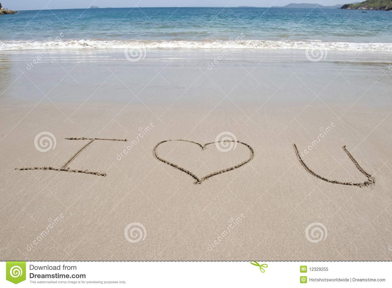 Fotografía De I Love You Escrito En La Arena De La Playa: Letters Written In Sand On Tropical Beach Royalty Free