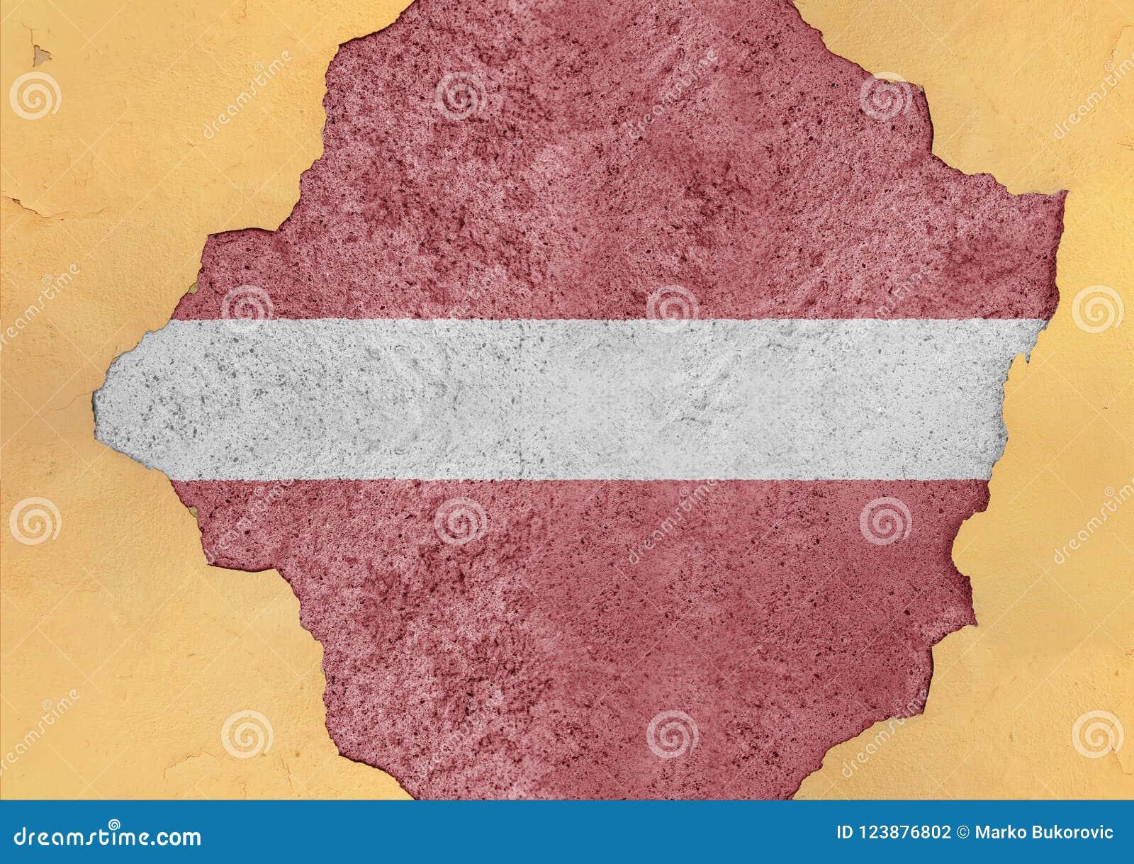 Lettland flaggaabstrakt begrepp i betong för agg för fasadstruktur stor skadad