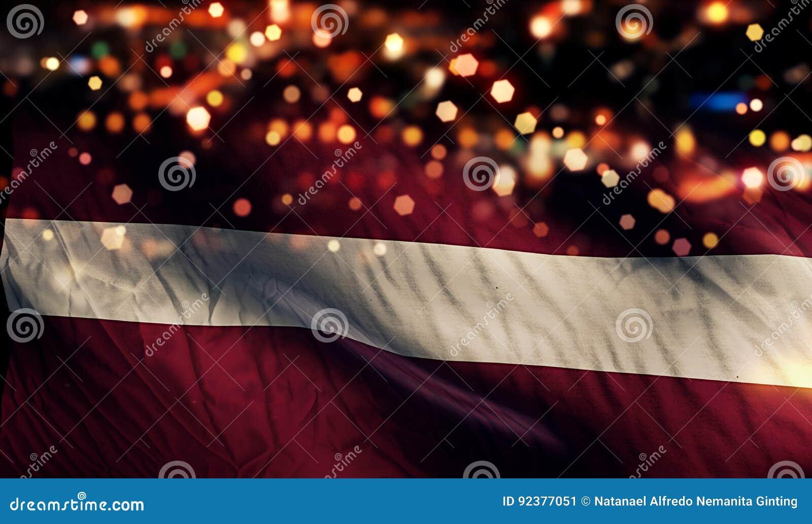 Lettland-Staatsflagge-Licht-Nacht-Bokeh-Zusammenfassungs-Hintergrund
