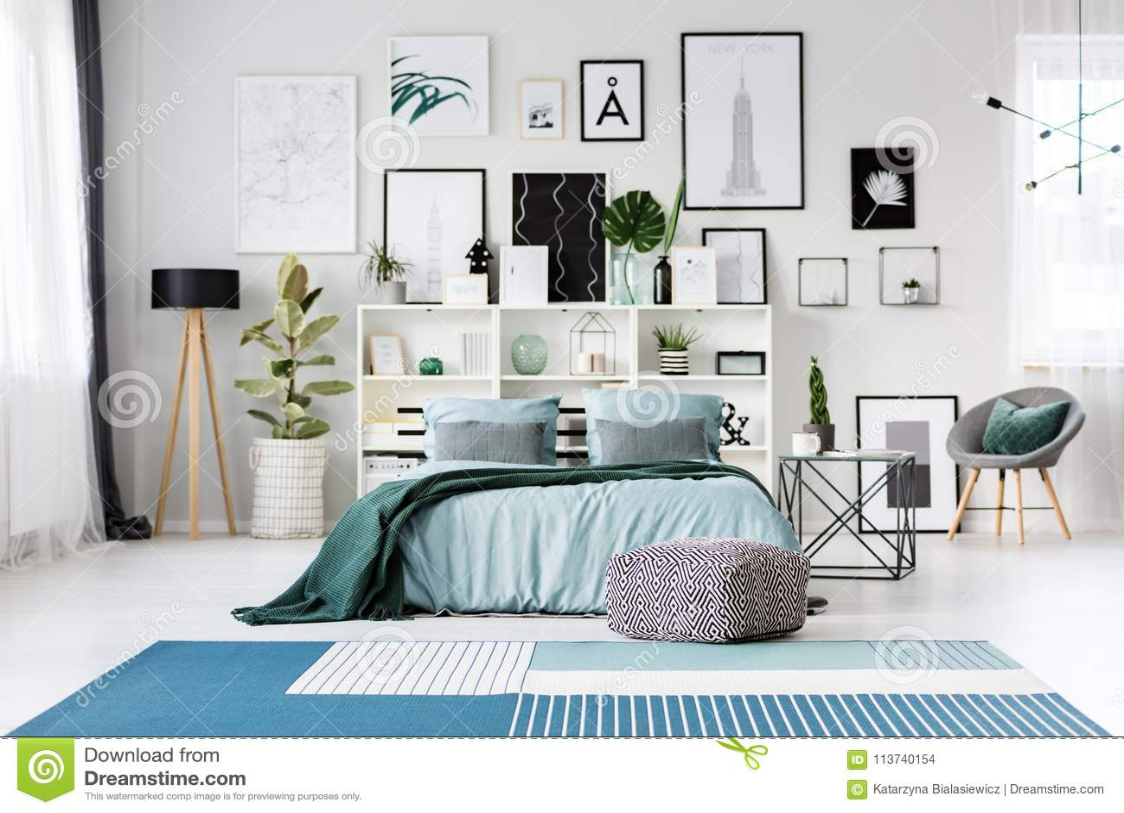 Camere Da Letto Blu : Letto blu in camera da letto fotografia stock immagine di