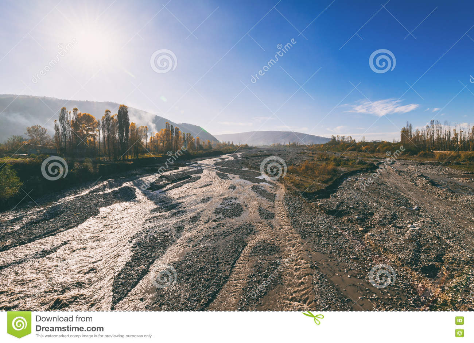 Letto di fiume fotografia stock immagine 81128368 - Letto di un fiume ...