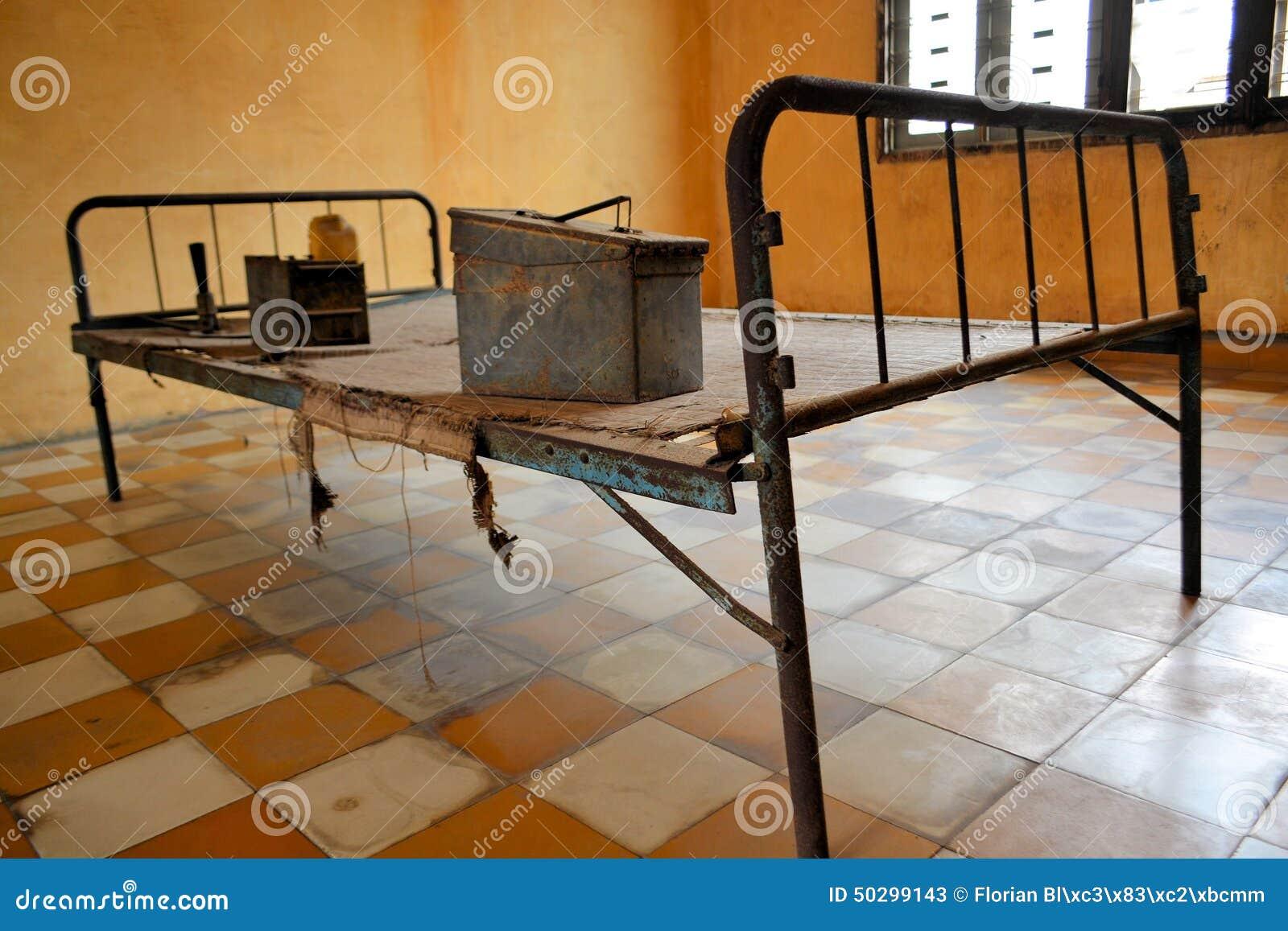 Letto khmer di tortura di ricerca in cella di prigione - Famoso letto di tortura ...