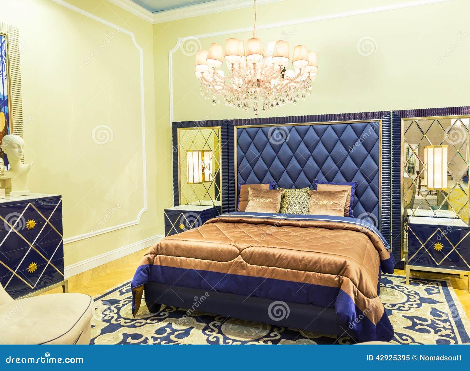 Letto piacevole in un numero dell 39 hotel fotografia stock for Hotel numero