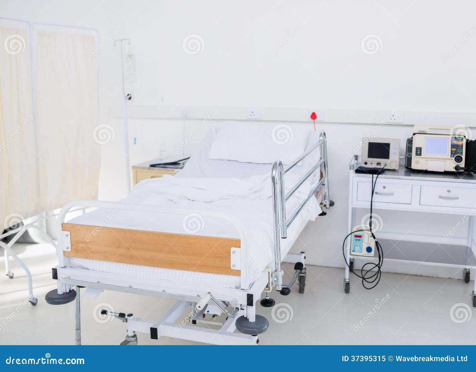 Letto vuoto nella stanza di ospedale immagine stock - Letto di emergenza ...