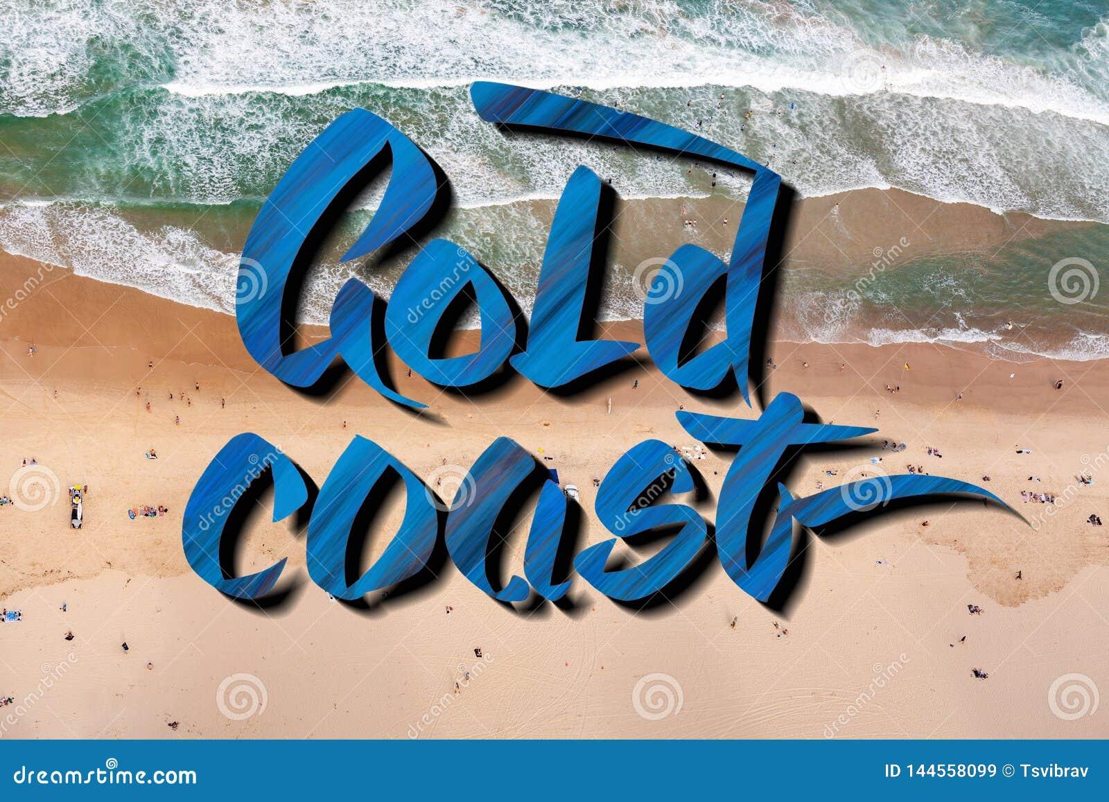 Lettrage de la Gold Coast au-dessus de la vue aérienne des personnes sur la plage au Queensland, Australie