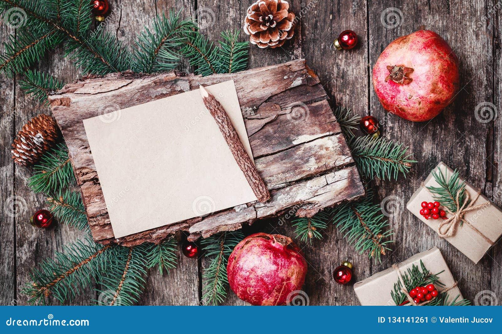 Image De Lettre De Noel.Lettre De Noel Sur Le Fond En Bois Avec Des Cadeaux De Noel