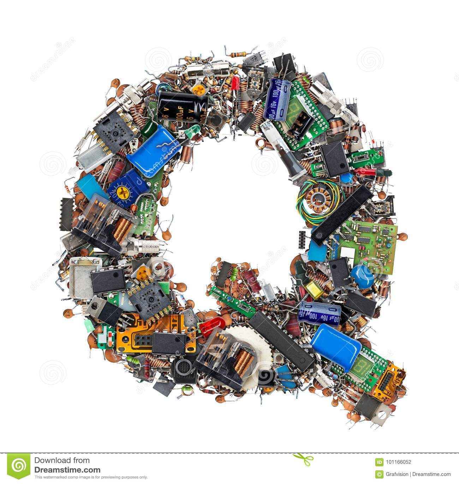 Lettre Q faite de composants électroniques