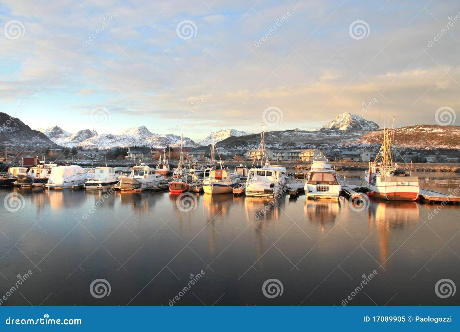 Letztes Tageslicht auf Gravdals Hafen