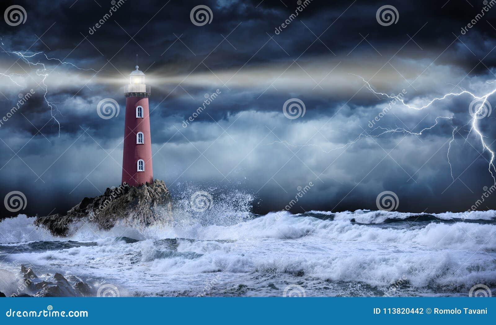 Leuchtturm in der stürmischen Landschaft