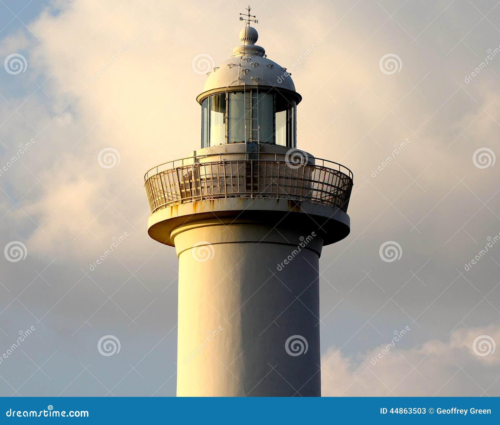 Leuchtturm-Kap Zampa, Yomitan-Dorf, Okinawa Japan bei Sonnenuntergang
