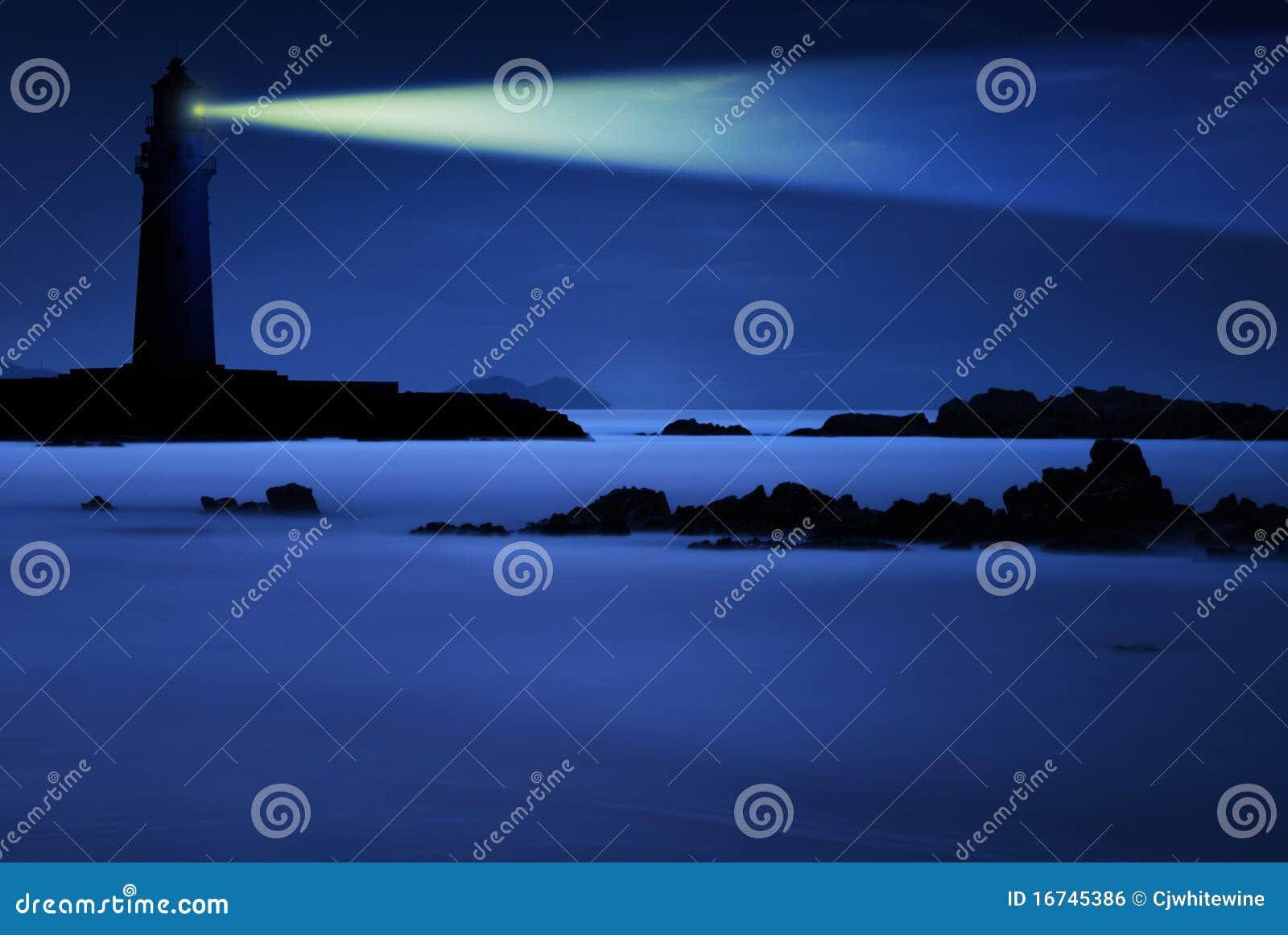 Leuchtturm nachts