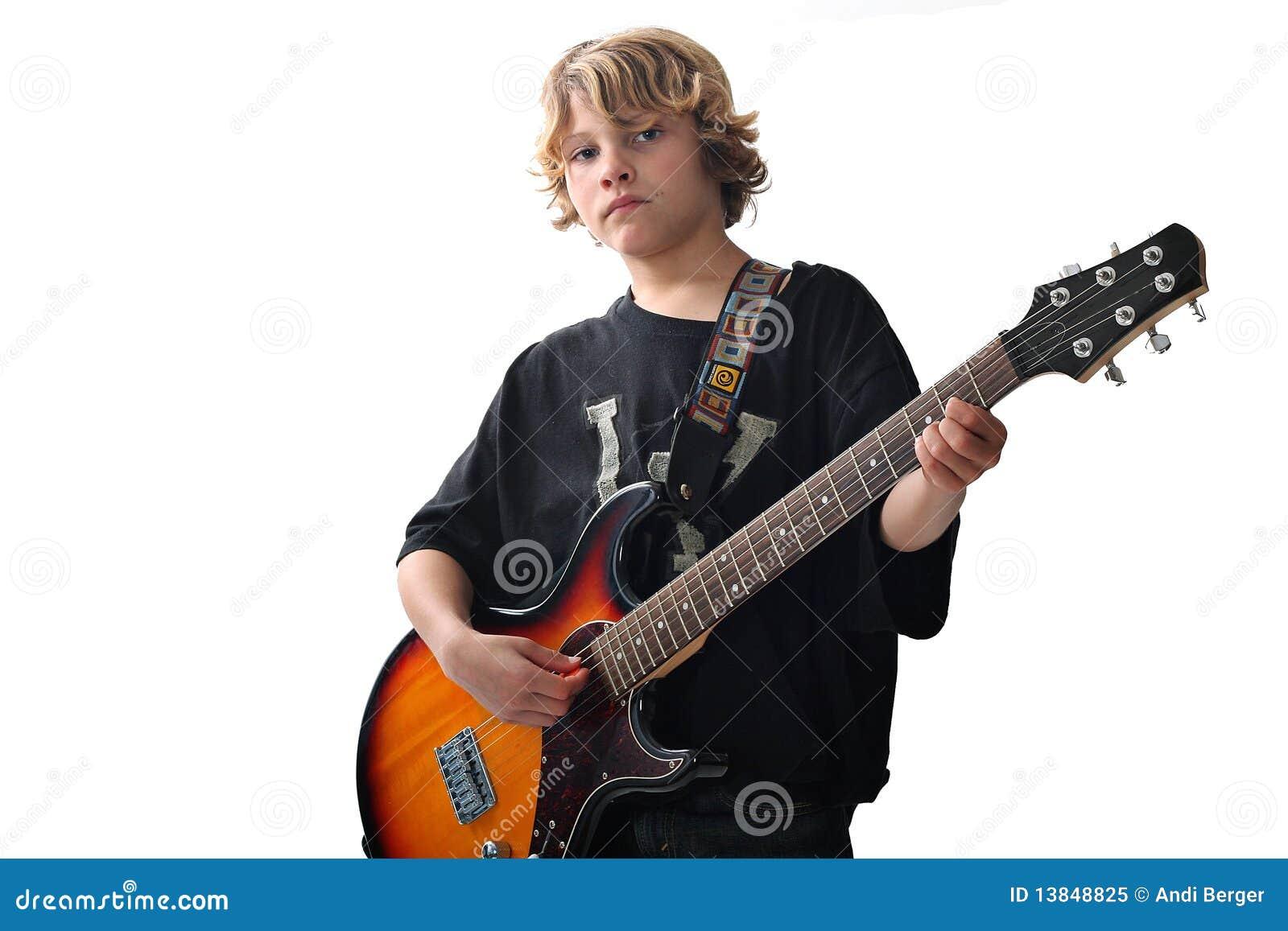 Leuk jong geitje met gitaar upclose