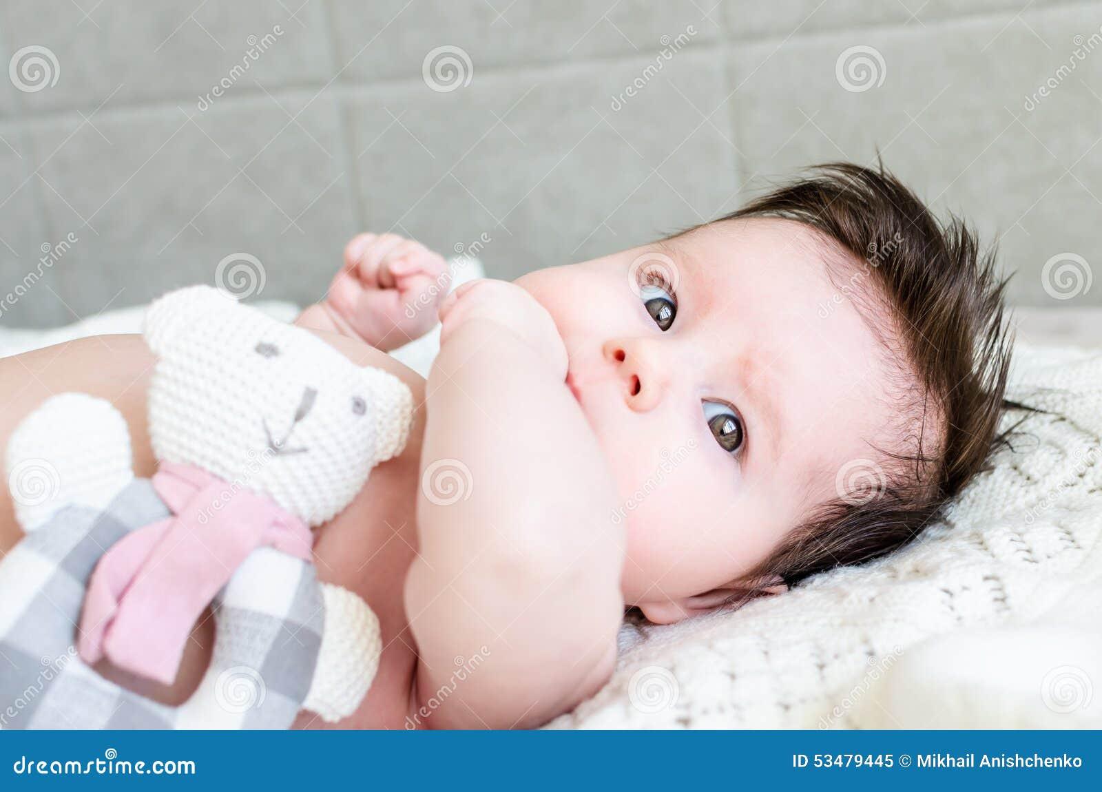 De Gelukkige Dag Van Moeders Aandachtige Peuterzitting Met