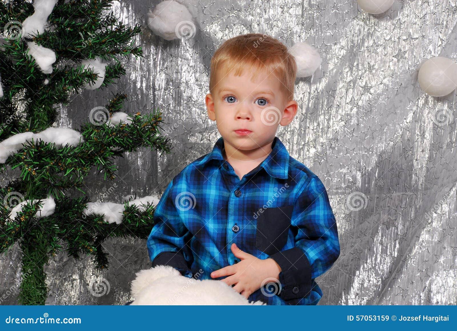 Leuke Kerstmis van het jongensjonge geitje