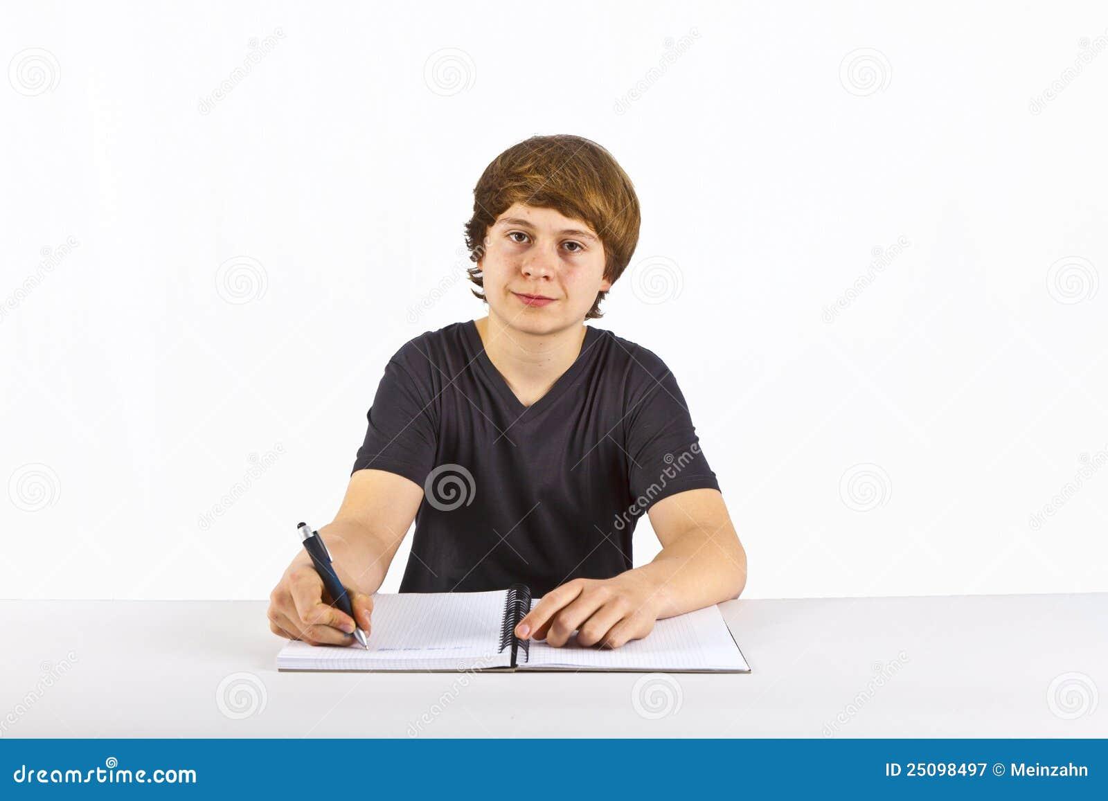 Leuke leerling die thuiswerk voor school doet