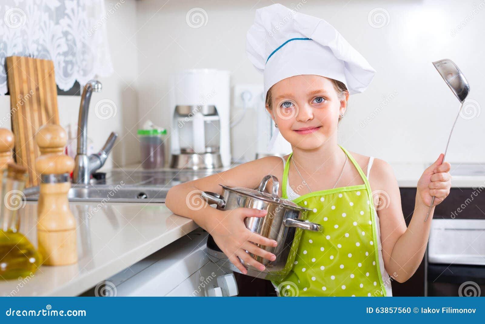 Leuke meisje thuis keuken stock foto afbeelding 63857560 - Keuken wereld thuis ...