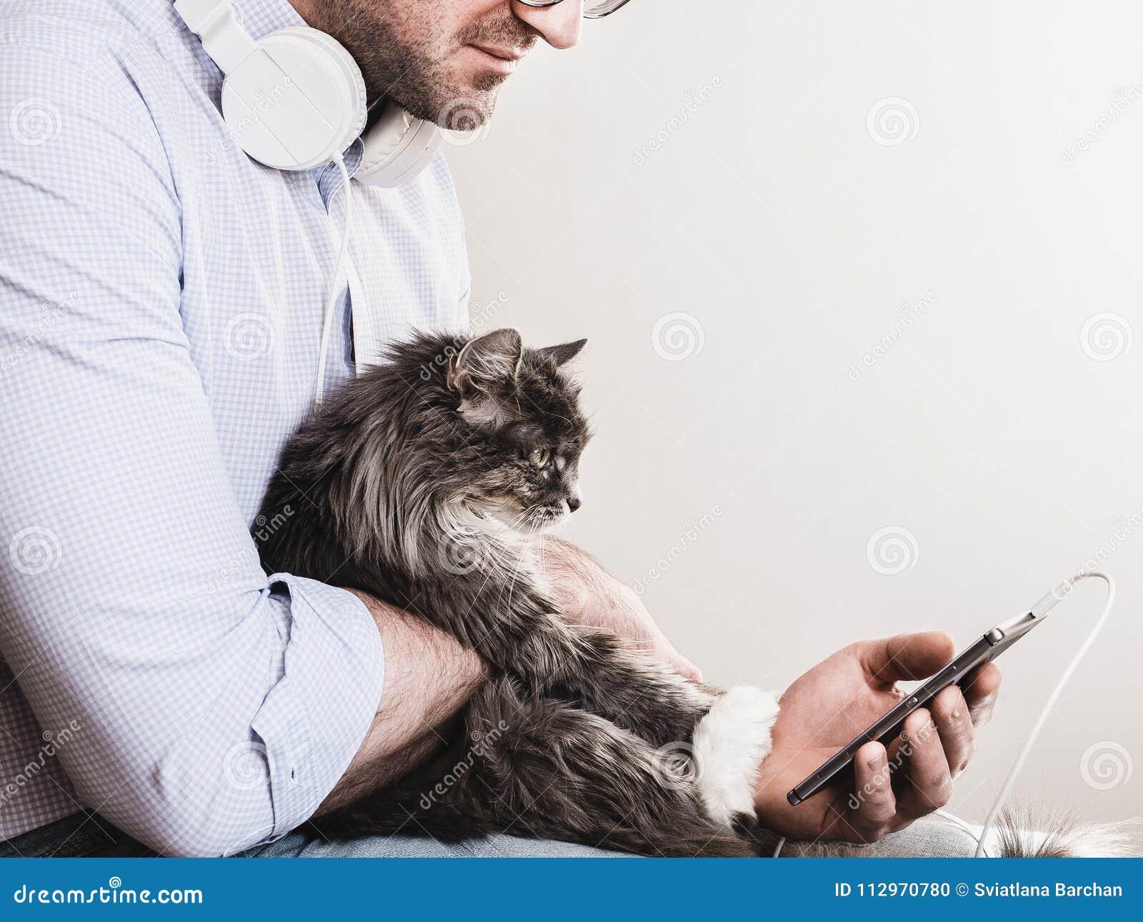 Leuke mens en leuk katje