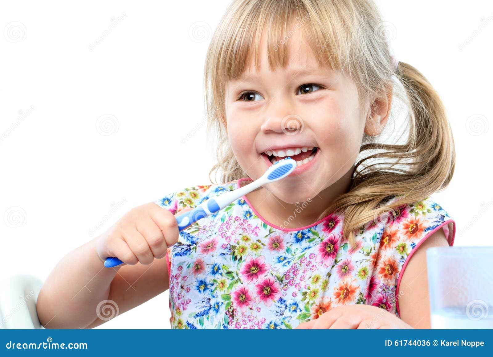 Leuke oude het borstelen tanden van vijf jaar stock foto afbeelding 61744036 - Jaar oude meisje kamer foto ...