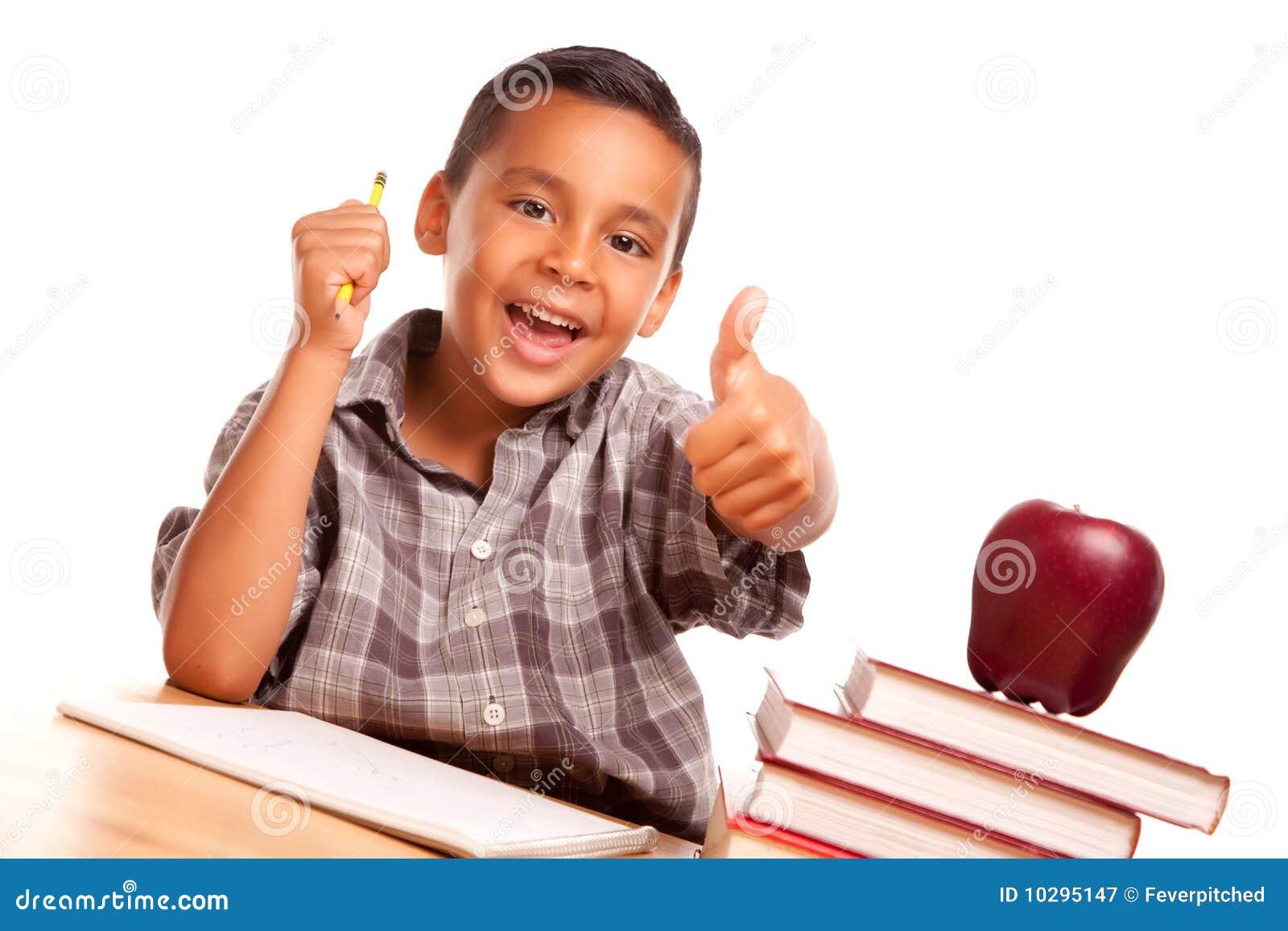 Leuke Spaanse Jongen met Boeken, Appel en Potlood