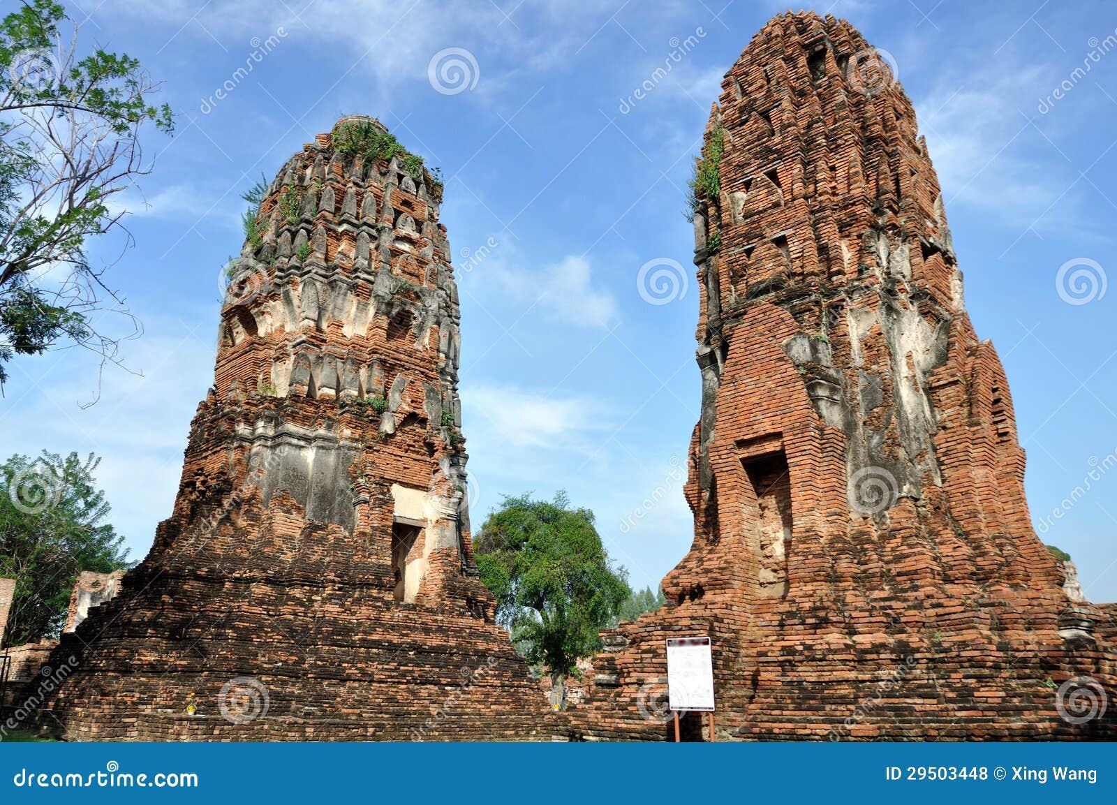 Leunende Toren in Wat Phra Mahathat
