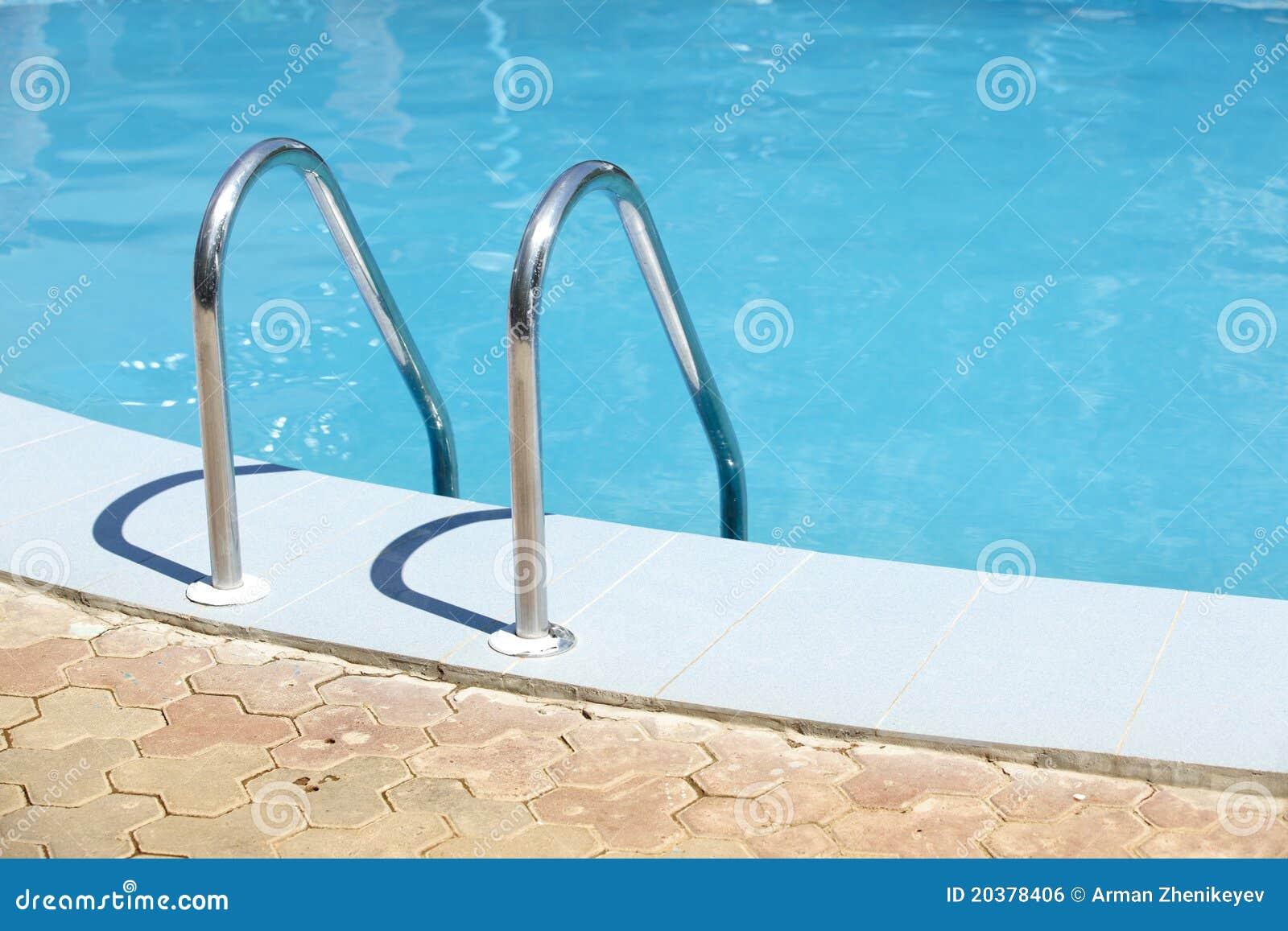 Leuning van het openbare zwembad