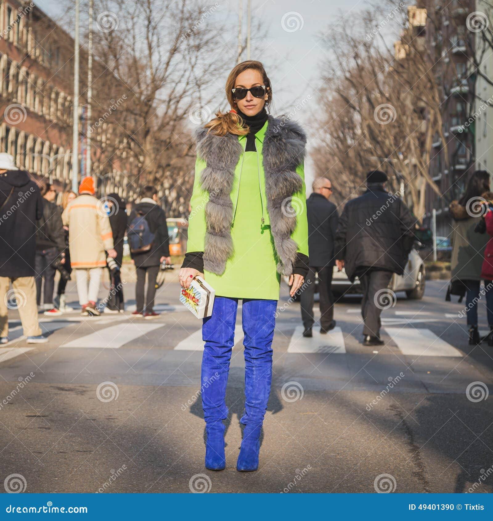 Download Leute Außerhalb Des Armani-Modeschaugebäudes Für Milan Mens Mode-Woche 2015 Redaktionelles Bild - Bild von aufwerfung, leute: 49401390