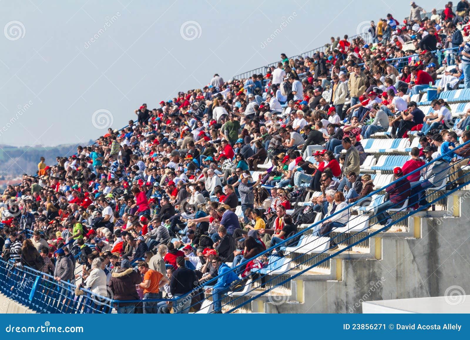 Leute, die das Training der Formel 1, 2012 sehen