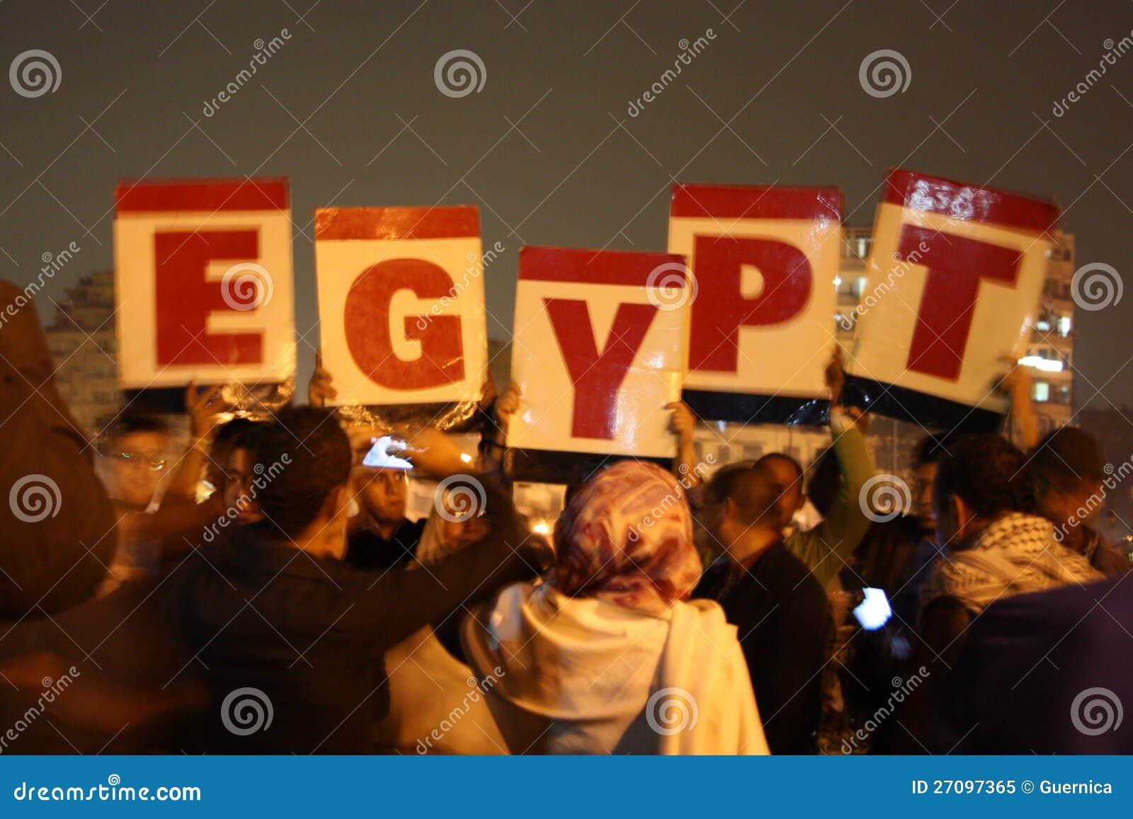 Leute, die in Tahrir-Quadrat protestieren