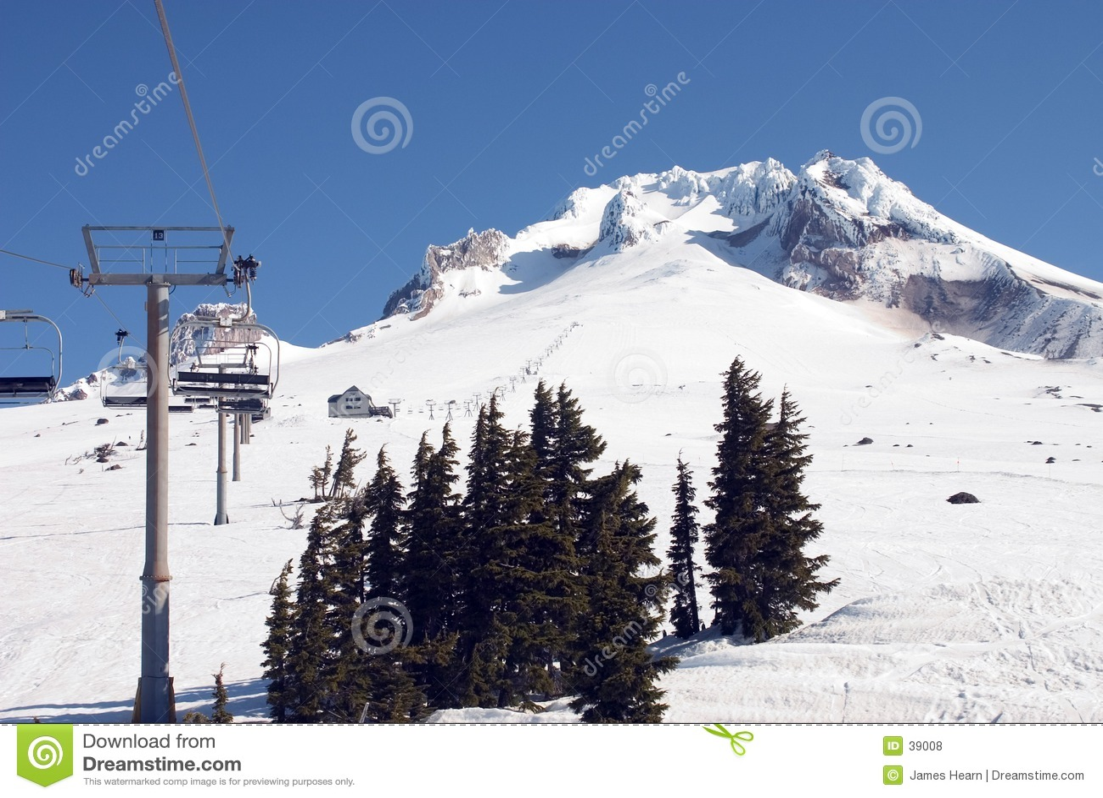 Levage de ski sur le capot 2. de Mt.