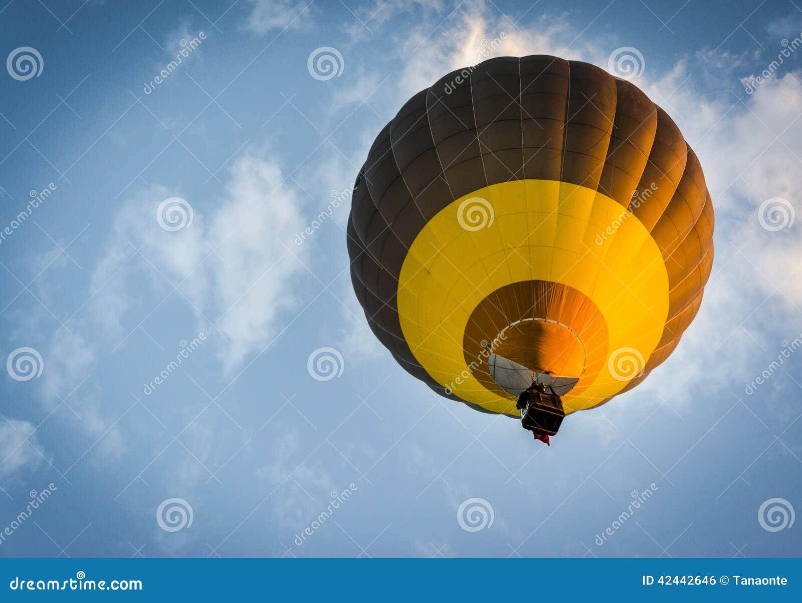 Levantamiento del globo del aire caliente