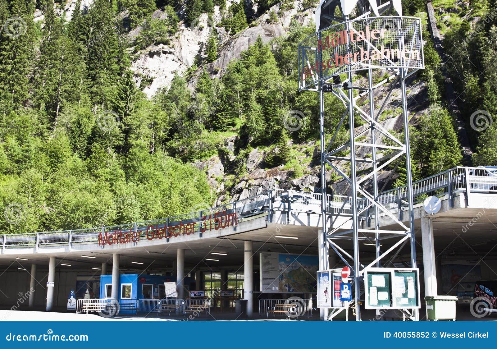 Levante a estação em Flattach Carinthian, Áustria