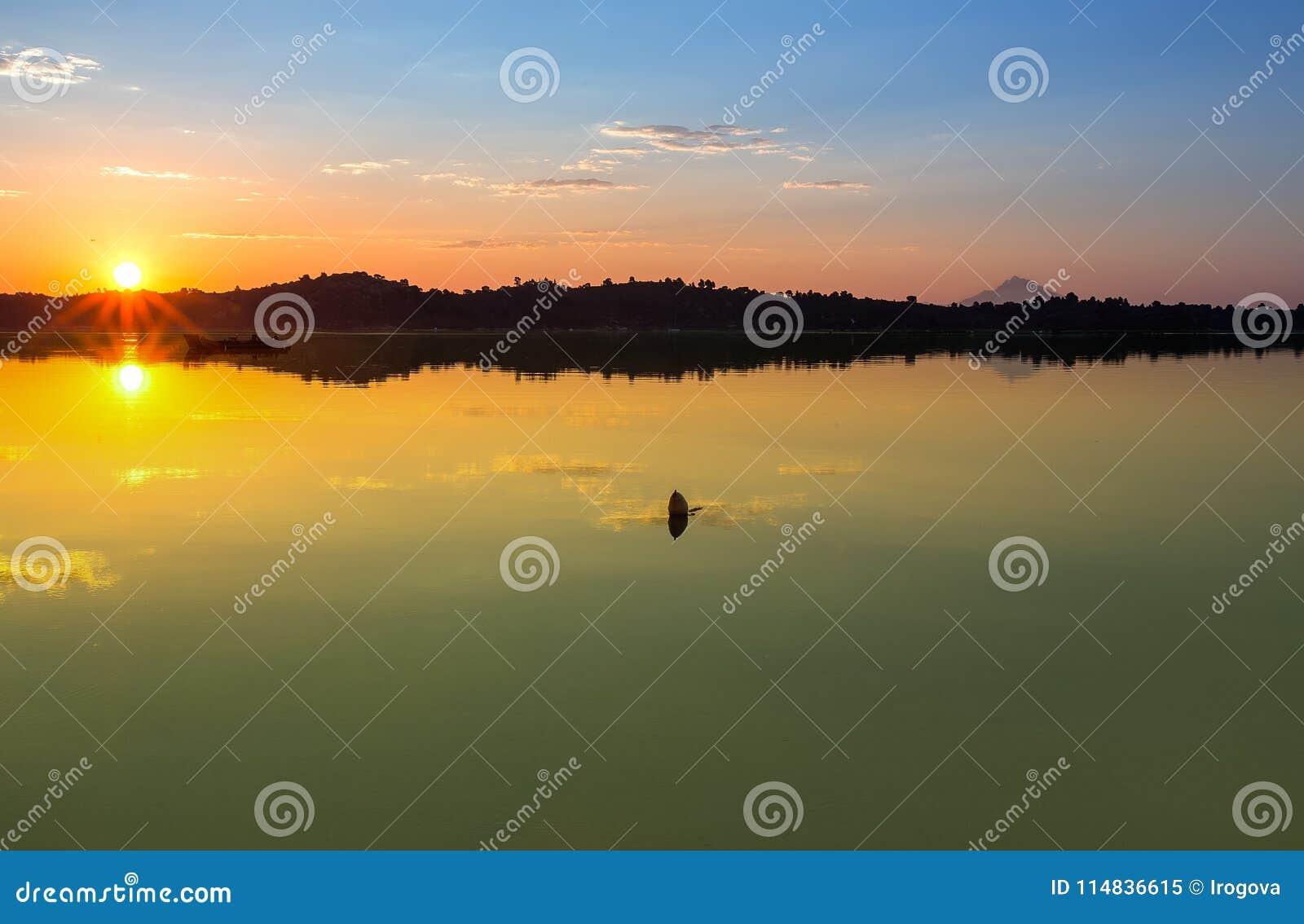 Lever de soleil à la mer Halkidiki, Sithonia