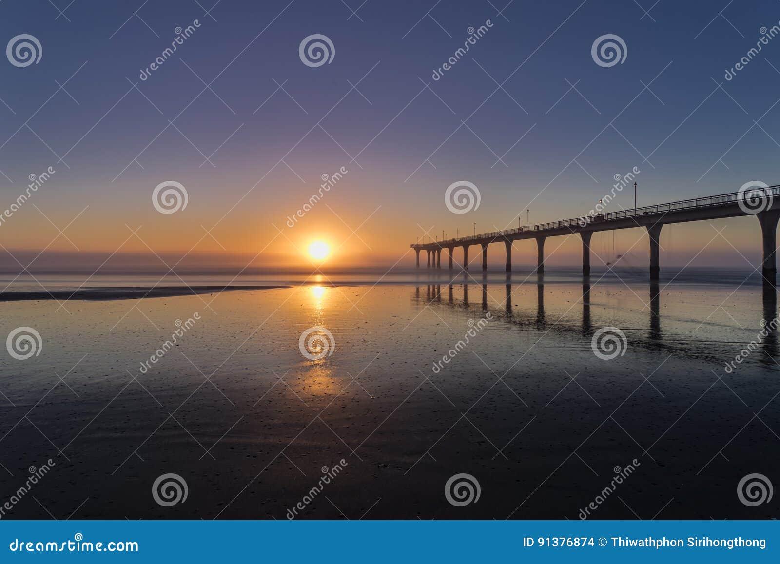 Lever de soleil à nouveau Brighton à Christchurch, Nouvelle-Zélande