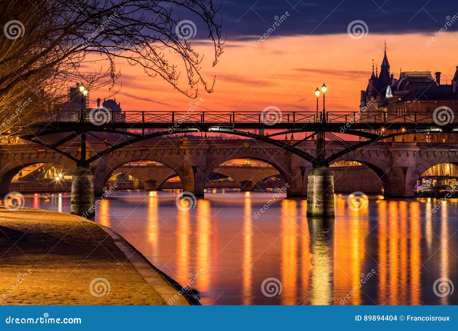 Lever de soleil arts sur de la Seine et d étang DES, Frances de Paris