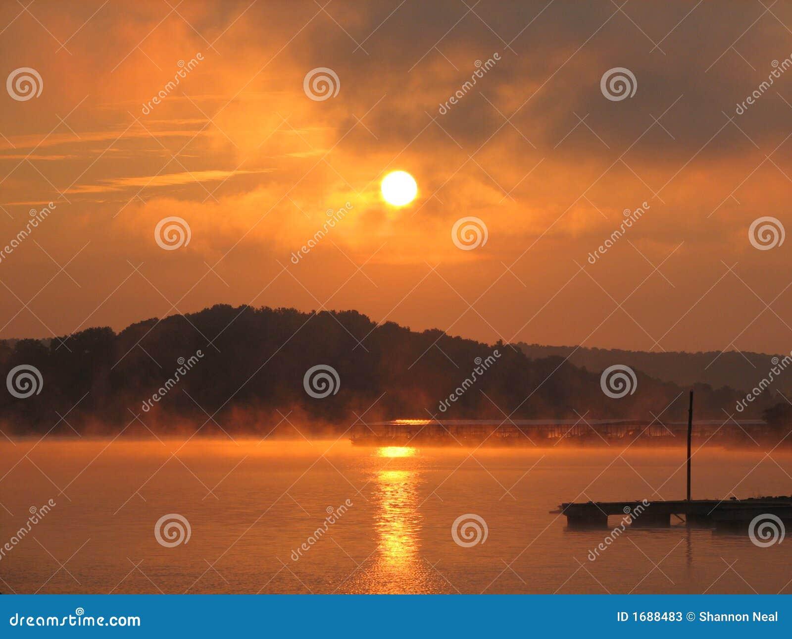Lever de soleil au-dessus de lac Monroe