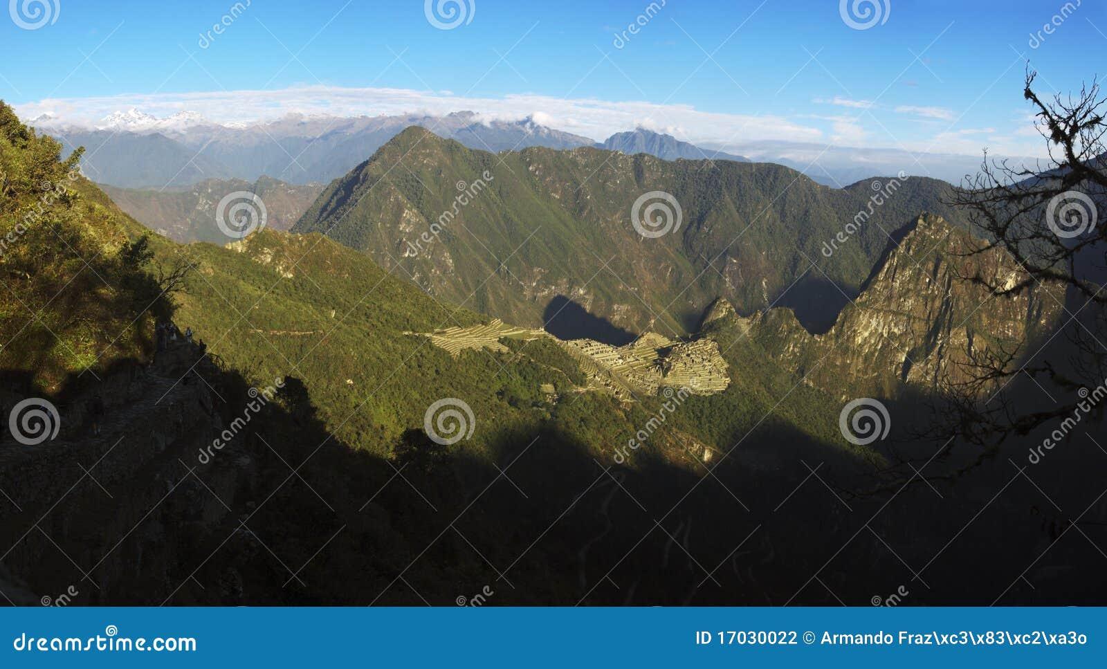 Lever de soleil au-dessus de Machu Picchu