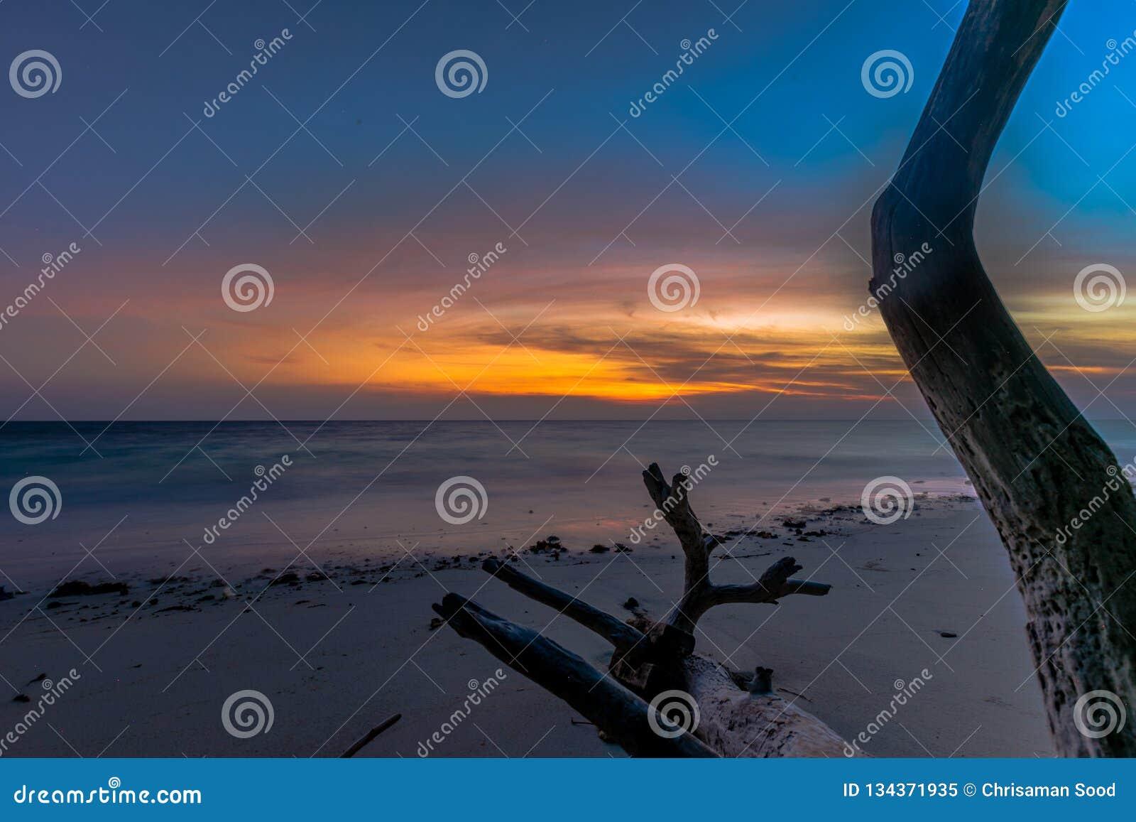 Lever de soleil au havelock de plage de Kalapathar