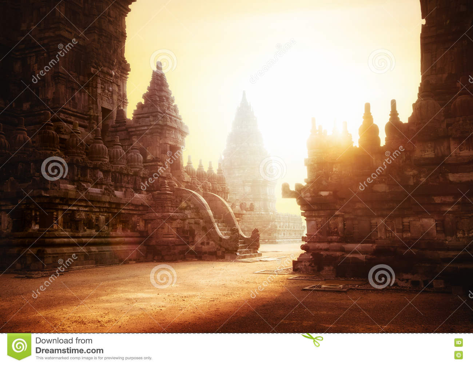 Lever de soleil au temple hindou de Prambanan Java, Indonésie