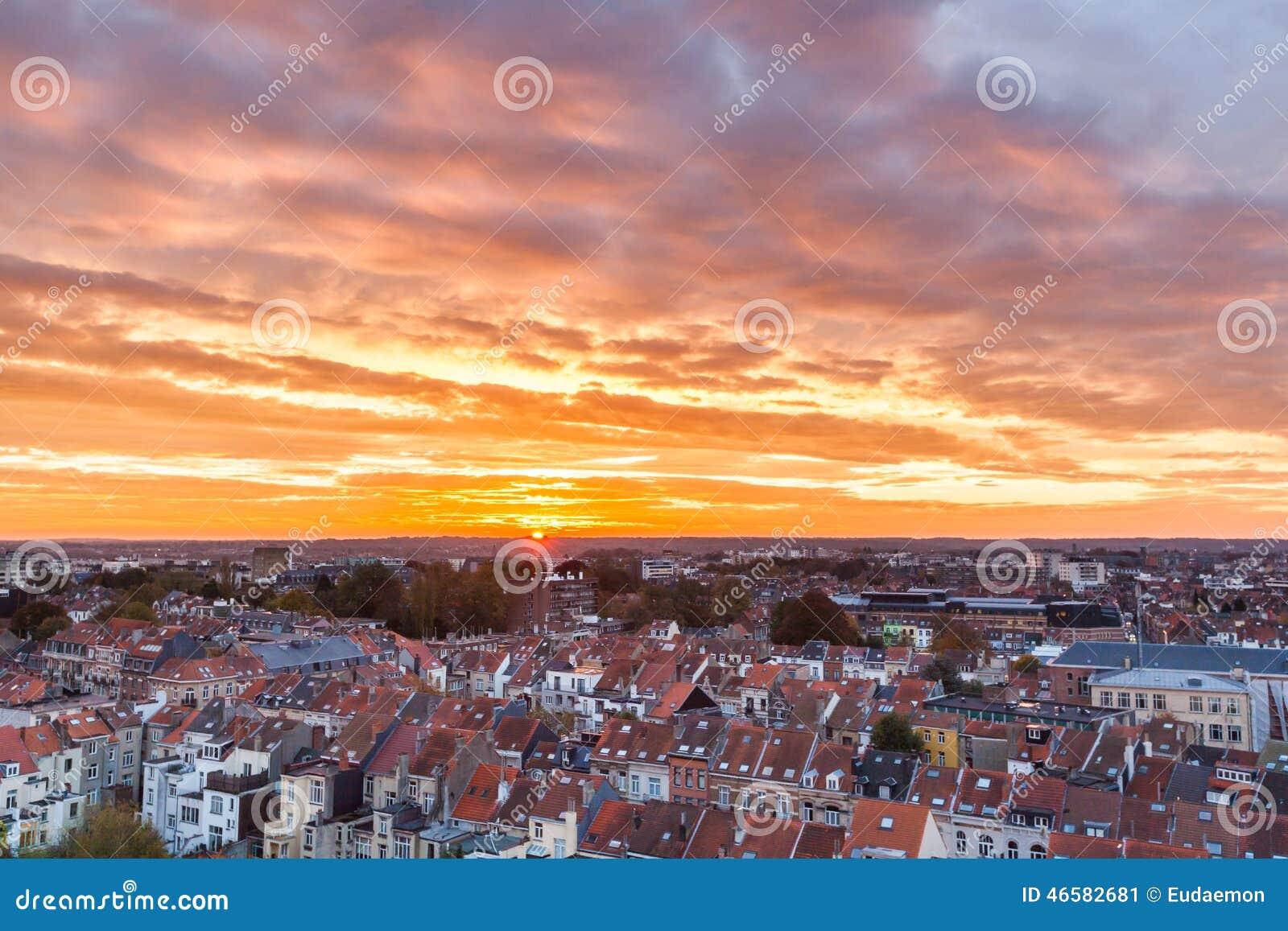 Lever de soleil de bruxelles photo stock image 46582681 - Lever et coucher du soleil bruxelles ...