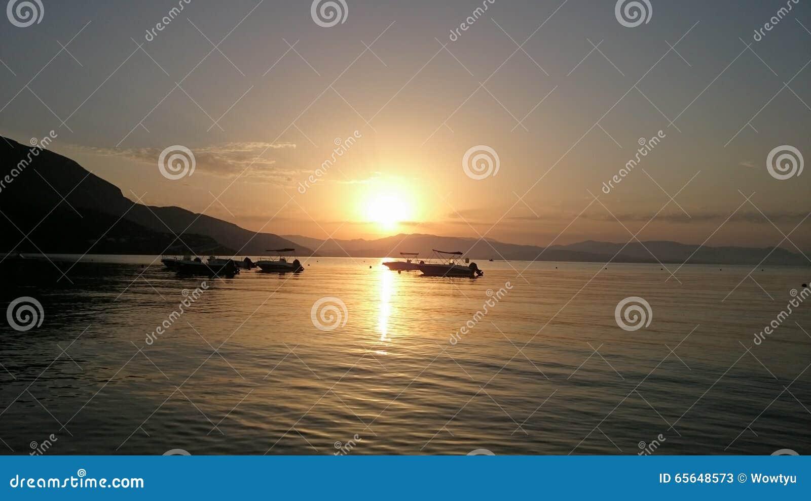 Lever de soleil de matin sur la plage