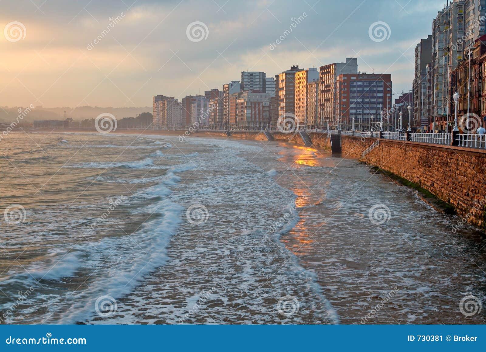 Lever de soleil de paysage marin
