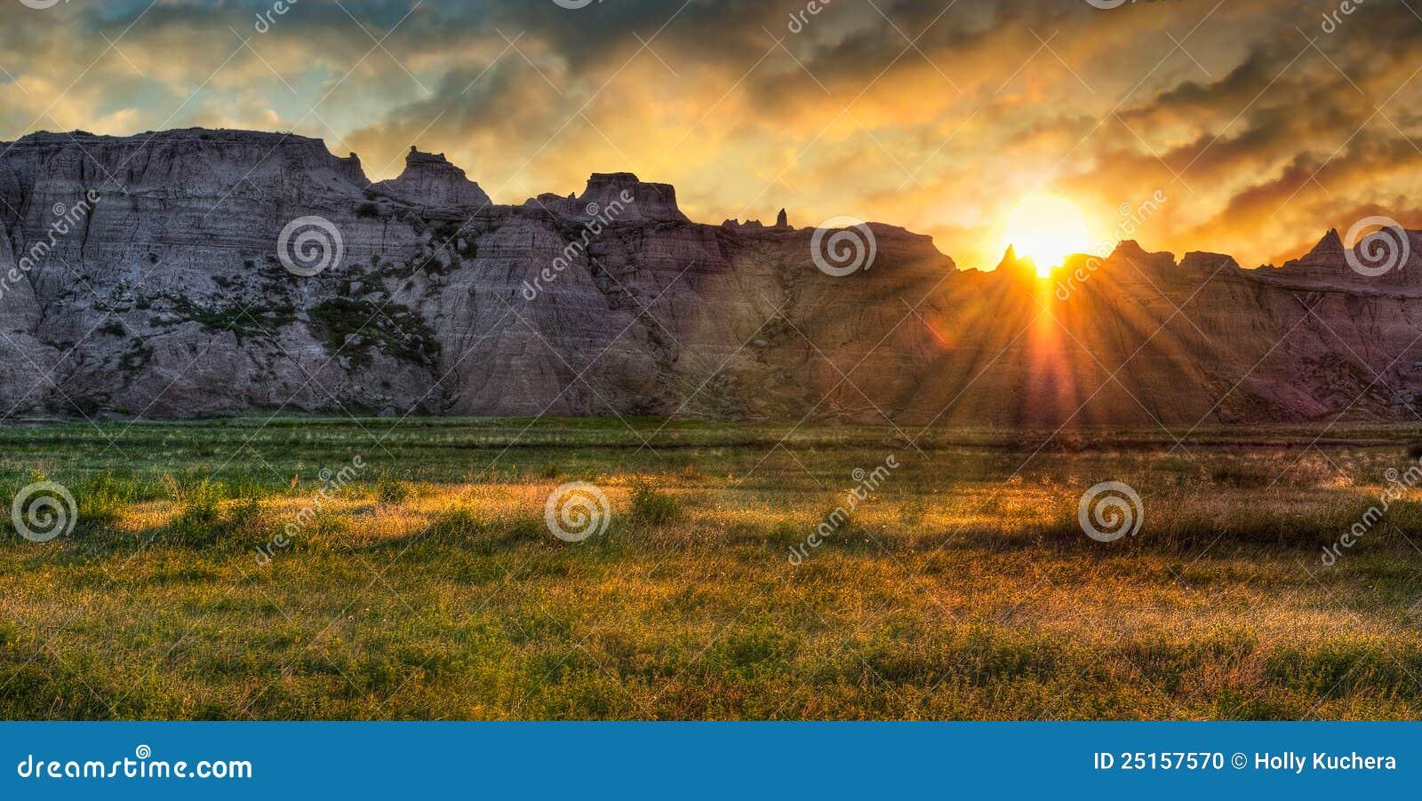 Lever de soleil de prairie de bad-lands