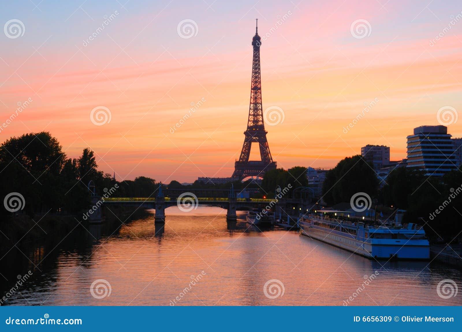 Lever de soleil de tour eiffel paris image stock image - Tour eiffel photos gratuites ...
